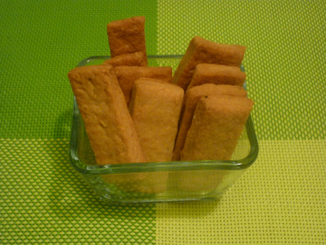 Biscuits à la moutarde, au comté et au poivre
